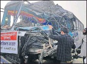 ?? HT PHOTO ?? The dam­aged bus af­ter it col­lided with a truck in Go­raya.