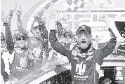 ?? MATT SUL­LI­VAN/GETTY IMAGES ?? Dale Earn­hardt Jr. cel­e­brates in Victory Lane af­ter win­ning the GE­ICO 500 at Tal­ladega Su­per­speed­way.