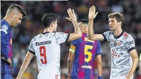 ?? ALBERT GEA/REUTERS ?? ▼ Thomas Müller celebrates the first goal with Robert Lewandowski Group E
