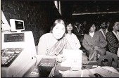 ??  ?? The launch of Fatima Meer's biography on Winnie Mandela at the Indian Cane Growers'[ Hall, ML Sultan Technikon, Durban, September 1988.