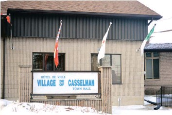 ?? —photo Caroline Prévost ?? Councillor Anik Charron requested explanations from three members of the municipal council of the Village of Casselman regarding a so-called meeting they had on January 11. «Someone asked me about a meeting that took place at the municipality on...