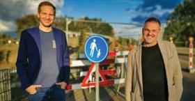 ?? FOTO STAD MECHELEN ?? Gemeenteraadslid Thijs Verbeurgt en eerste schepen Patrick Princen aan de Stationsberg in Muizen.