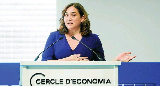 ?? EFE ?? La alcaldesa de Barcelona durante su conferencia en las jornadas del Círculo de Economía