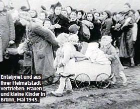 ??  ?? Enteignet und aus ihrer Heimatstadt vertrieben: Frauen und kleine Kinder in Brünn, Mai 1945.
