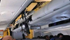 ??  ?? The force of the nosedives dislodged overhead compartment doors and ceiling panels.