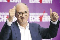 ?? Cortesía ?? Exministro Juan Carlos Echeverry recogerá firmas.