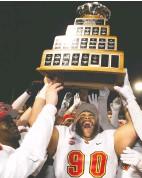 ?? Jacques Boisinot / THE CANADIAN PRESS ?? University of Calgary Dinos' J-min Pelley raises the U Sports Vanier Cup after winning the 2019 university football cham pionship.