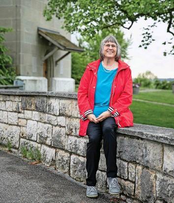 ?? Foto: Nicole Philipp ?? Elisabeth Kiener ist es ein Anliegen, Menschen in der Kirchgemeinde im Alltag zu begegnen.