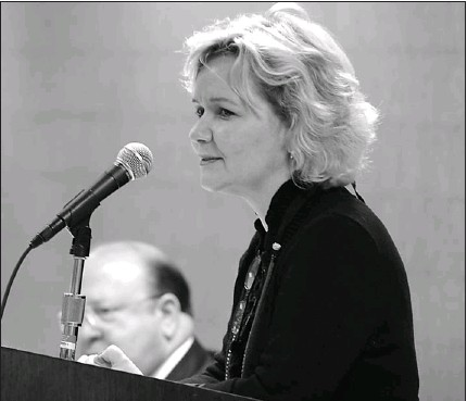 ?? JOHN H. WHITE~SUN-TIMES PHOTOS ?? Joyce Murphy Gorman earlier this month appeals for support to be a judicial candidate at the Allegro Hotel, 171 W. Randolph, as judges slate for the Democratic primary election.