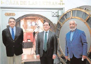 ?? // EFE ?? Sergio Ramírez, José Manuel Albares y Leonardo Padura, en el Cervantes