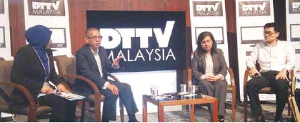??  ?? (From left) SIRIM QAS head of communication and multimedia certification section Fauziah Fadzil, MYTV COO Mohamed Redzwan Yahya, MCMC head of digital creation and distribution platform department Azlina Mohd Yusof and Sony EMCS (Malaysia) Asia R&D...