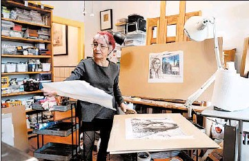 ?? CHRIS SWEDA/CHICAGO TRIBUNE PHOTOS ?? Riva Lehrer does some planning for a nearly-finished triptych in the studio of her Edgewater home on Feb. 19.