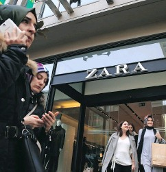 c20de7547e3 LEFTERIS PITARAKIS / THE ASSOCIATED PRESS. Fashion retailer Zara ...
