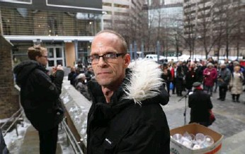 ?? RENÉ JOHNSTON/TORONTO STAR ?? David Gordon was among those speaking at city hall Tuesday about the need for more health services at shelters.