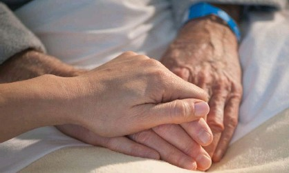 ?? Photograph: Alamy ?? The 87-year-old's granddaughter, Jessie Lincoln, says hospital staff 'can't give appropriate medical care in those conditions – we need more beds'.