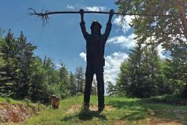 ?? Gorazd Utenkar Foto ?? Vstop v Osilniško dolino označuje lik njenega simbola, Petra Klepca.