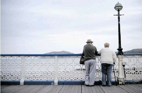 ?? CHRISTOPHER FURLONG/GETTY IMAGES ?? An HSBC report says 45 per cent of working-age Canadians expect some period of semi-retirement before giving up work.