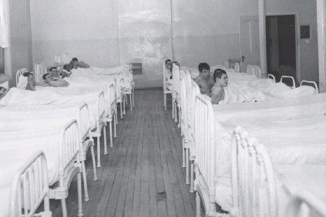 ?? MARIO GEO/TORONTO STAR FILE PHOTOS ?? A dormitory in the Ontario Hospital School (now known as the Huronia Regional Centre), where former residents suffered abuse, is shown in 1960.