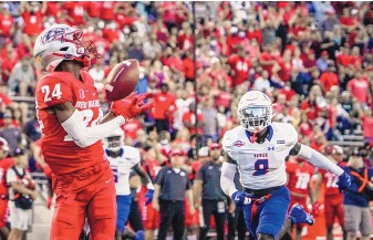 ?? ROBERTO E. ROSALES/JOURNAL ?? University of New Mexico freshman wide receiver Keyonta Lanier (24) gets behind the defense for a 47-yard TD from quarterback Terry Wilson late in the second quarter Thursday at University Stadium.