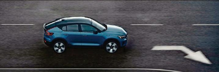 ?? Fotos: Volvo ?? Das zweite elektrisch angetriebene Modell von Volvo: C40 Recharge.