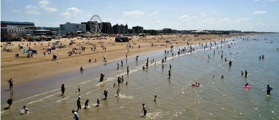 ?? Photos: Nick Hayman & Mark Atherton ?? Thousands flocked to Weston-super-Mare in the hot weather