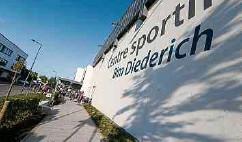 ?? Foto: Pierre Matgé ?? Zwei Fußballfelder und zwei Hallen in Petingen werden mit Fernsehkameras ausgestattet.