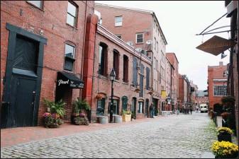 ??  ?? Le centre de Portland possède un charme très britannique, avec ses constructions en briques et ses ruelles pavées.