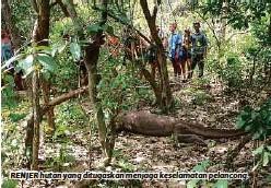 ??  ?? RENJER hutan yang ditugaskan menjaga keselamatan pelancong.