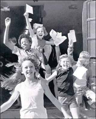 "?? ROBERT WILLIAMS, SPECIAL COLLECTION­S / UNIVERSITY OF MEMPHIS LIBRARIES ?? With 1971 report cards in hand, Bruce Elementary students leave school for summer vacation. A decade earlier, on Oct. 3, 1961, the ""Memphis 13"" —13 African-American first-graders — were enrolled in all-white Bruce, Gordon, Rozelle and Springdale..."