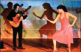 ??  ?? Diego Castro Flaqué et Hélène Cornac : quand le flamenco raconte la vie en un poème musical et visuel.