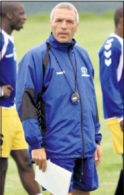 ?? Picture: JACKIE CLAUSEN ?? POWER-ERNST: Middendorp at training