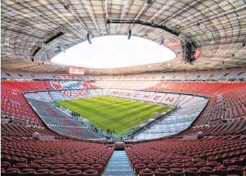 ?? FOTO: MATTHIAS BALK/DPA ?? Noch ruht der Ball, die UEFA macht aber den Weg frei für ein Last-Minute-Saisonende der Bundesliga.