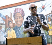 ??  ?? Eastern Shore Network for Change co-founder Dion Banks talks at the dedication of Dorchester County's newest mural, which celebrates Cambridge's African-American history.
