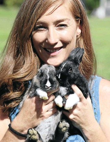 ?? Picture: Esa Alexander ?? Sian Huyser of Noordhoek Bunny Rescue with two of the animals that the organisation has saved. The welfare group in Cape Town is looking for animal lovers to adopt stray rabbits that have been dumped by owners.
