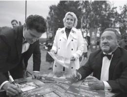 ??  ?? Ахтем Сеітаблаєв, Ірма Вітовська та Богдан Бенюк стали амбасадорами туру «Кіно просто неба». Фото організаторів туру.