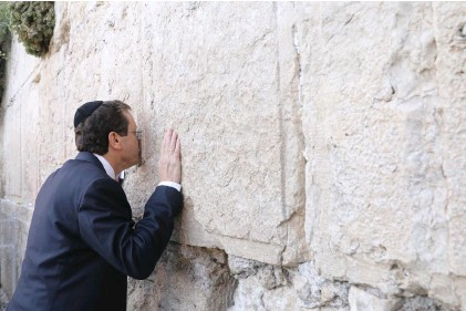 ?? (Marc Israel Sellem/The Jerusalem Post) ?? INCOMING PRESIDENT Isaac Herzog kisses the Western Wall on the eve of his swearing-in last night.