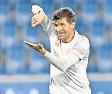 """??  ?? Bayern-traumpaar: Thomas Müller freut sich über einen Treffer, Robert Lewandowski sagt """"Daumen hoch!"""""""
