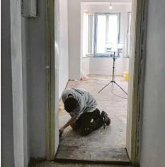 ??  ?? K!ar.Texter Paul Endhardt beginnt sein Studentenleben. Die neue Wohnung wollte erst mal renoviert werden.