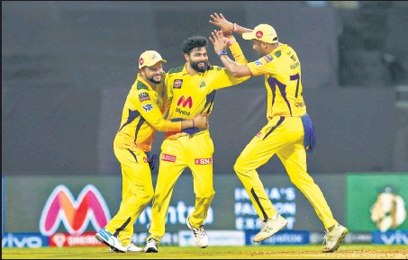?? BCCI ?? Ravindra Jadeja (centre) bagged two wickets and took four catches in Chennai Super Kings's one-sided win over Rajasthan Royals in Mumbai on Monday.