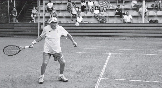 ?? REUTERS ?? Leonid Stanislavskyi, at 97 the world's oldest tennis player, practices on court in Kharkiv, Ukraine on July 7. The pensioner is set to compete at the 2021 Super-Seniors World Championship in October.