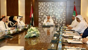 ?? Supplied photo ?? Saqr Ghobash during a meeting held in Dubai with Tadbeer centre investors. —