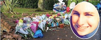 ??  ?? ●●Tributes at the scene of the crash in Bramhall which killed 16-year-old Kyle Hudson, inset