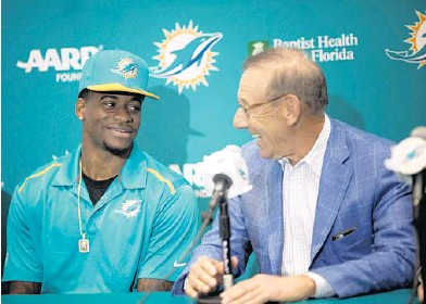 ?? J PAT CARTER/AP ?? DeVante Parker, the Dol­phins' first-round draft pick, talks with team owner Steve Ross on Fri­day. With the NFL draft over and free agency all but com­plete, the Dol­phins have con­cluded their over­haul of last year's un­der­achiev­ing 8-8 team.
