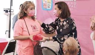?? FOTOGRAFÍA: ESPECIAL ?? La alcaldesa Cristina Díaz convivió con las mujeres.