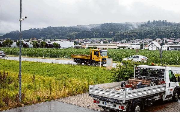 ?? Foto: Staufenpress ?? Gewerbe überall: Diesseits der B 466 hat Donzdorf ein Gewerbeareal (vorne), jenseits soll der Gewerbepark entstehen.