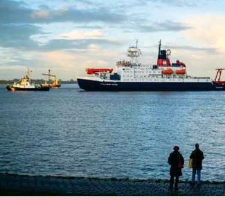 ??  ?? Dans cette photo d'archives du 12 octobre 2020, le bateau de recherche allemand Polarstern arrive au port de Bremerhaven en Allemagne après une mission en Arctique