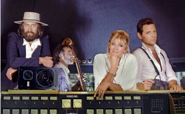 ??  ?? FOUR OF FIVE From left, Fleetwood Mac's Mick Fleetwood, John Mcvie, Christine Mcvie and Buckingham pose for a group portrait in 1980.