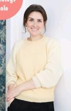 ??  ?? STYLISTEN GUIDER Hver måned guider vores stylist, Julie Løwenstein, dig med sine bedste tips til indretning. Find de seneste indretningsskoler om belysning, opbevaring, stilleben og farver på Boligmagasinet.dk.