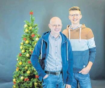 ?? FOTO: PRIVAT ?? Der Hüttlinger GHV-Vorsitzende Rainer Horlacher mit Sohn Alexander: Vater und Sohn führen drei Modegeschäfte in Hüttlingen und eins in Ellwangen.