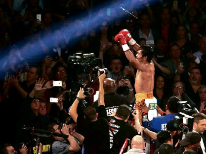 ??  ?? HISTORIC FAREWELLS Kobe Bryant and Manny Pacquiao raise their hands in triumph as they bring the curtains down on their storied careers, appropriately in triumph, in Los Angeles and Las Vegas within a week.
